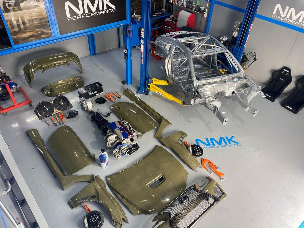 Lexus RC F Carbon Kelvar - xe thể thao siêu nhẹ mạnh 1.200 mã lực