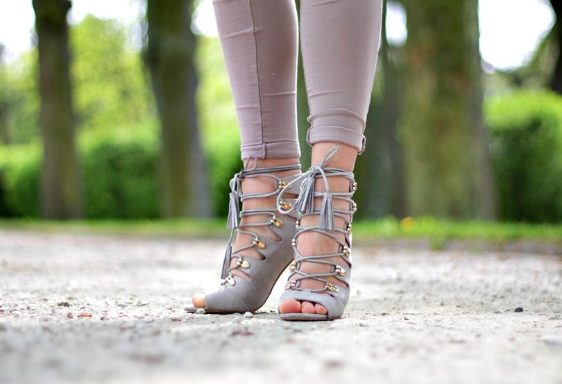 fashion, monnari, kolorowy sklep, czasnabuty, wiązane sandały, sznurowane, bonprix, sandały na szpilce, lorus, cytrynowa, marynarka, legginsy, zwiewna, porcelain desire,