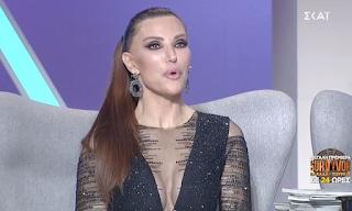 Λαμπερή η Βίκυ Χατζηβασιλείου με εντυπωσιακό μαύρο φόρεμα και βαθύ ντεκολτέ
