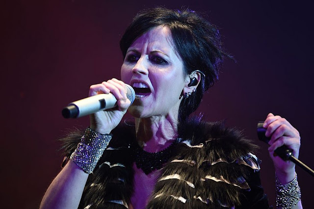 Aos 46 anos, morre a vocalista do Cranberries