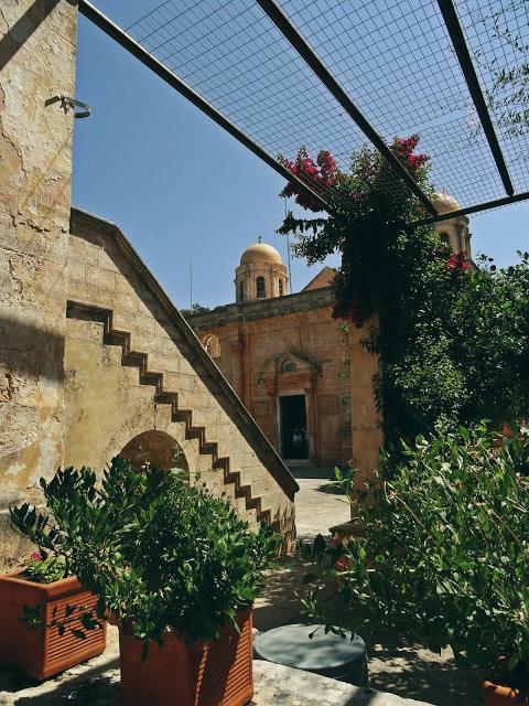 ogrody z kwiatami klasztor, Kreta