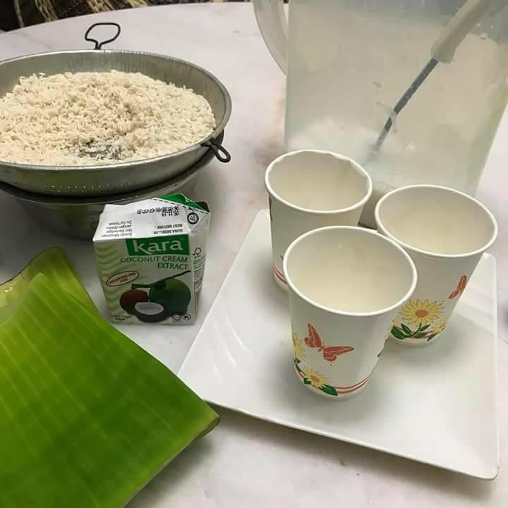 Bahan-bahan untuk masak lemang guna cawan kertas