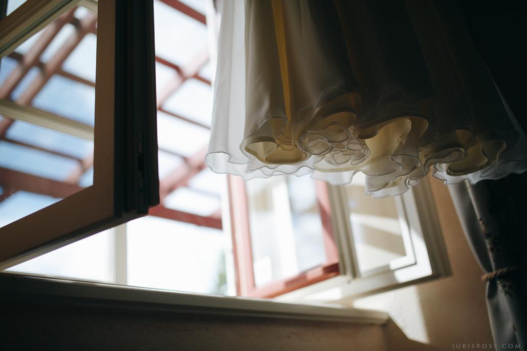 viegla kāzu kleita mežģīnes kleitā kāzās
