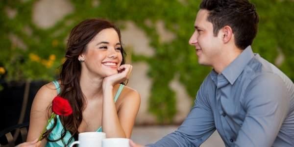 10 Hal Bikin Pria Sangat Tertarik Pada Wanita