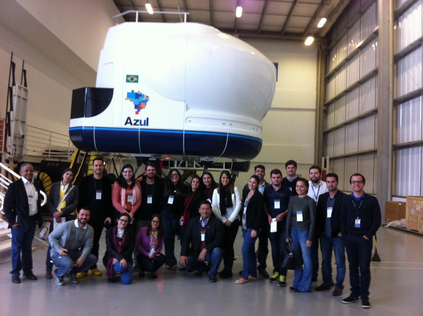 a00fe216bb ACADEMIA: Os jornalistas foram ao centro de treinamento da Azul Linhas  Aéreas em Campinas, no interior de São Paulo, onde a companhia forma todo o  seu ...