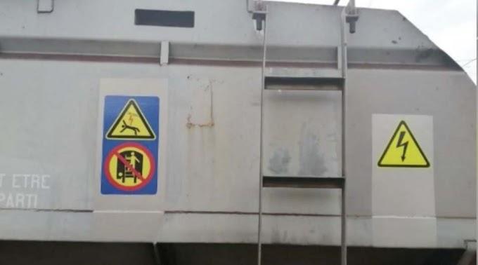 Vonat tetejére mászott egy 16 éves fiú, megrázta az áram – a ruhája is lángra kapott (videó)