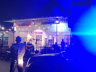 Blue Light Patrol Polsek Alla Polres Enrekang Antisipasi Gangguan Kamtibmas Di Masa Ppkm