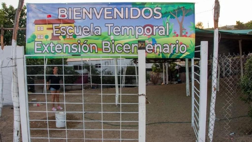 Los Chapitos construyen escuela temporal en Culiacán; Sinaloa y la equipan hasta con pantallas y equipo de computo