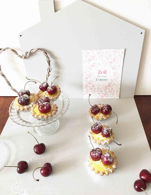 Kleine-Pudding Kuchen mit Kirschen