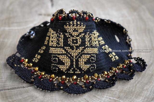 szydełkowa bransoleta ze wzorem haftu