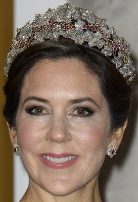 ruby parure tiara queen desiree sweden crown princess mary denmark