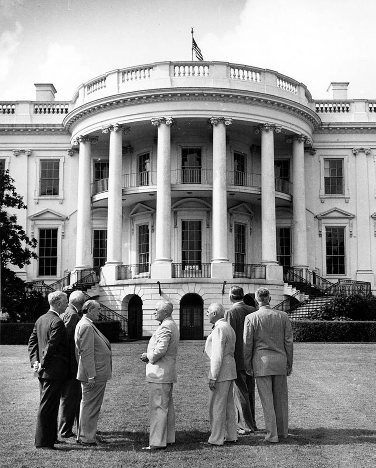 President Truman and the Committee for the Renovation of the White House. 1949.