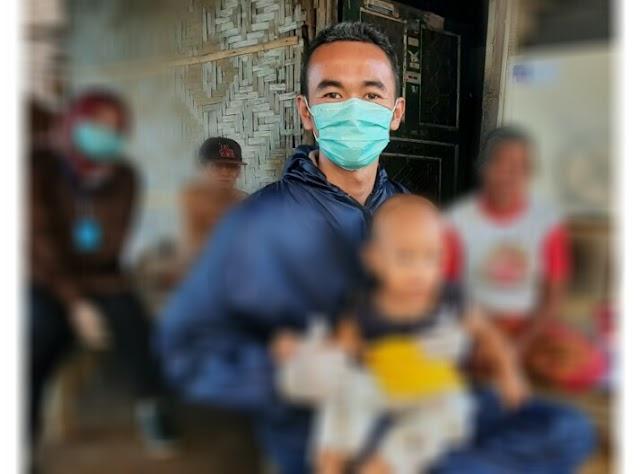 Disaat Berbagi Masker dan Sembako, Warga Anyer Do'akan H. Eki Baihaki Jadi Bupati Serang