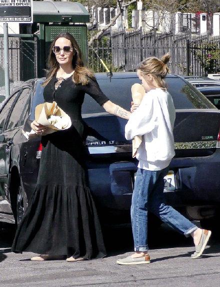 Джоли с дочками (фото) | Блогер Ungar0 на сайте SPLETNIK ...