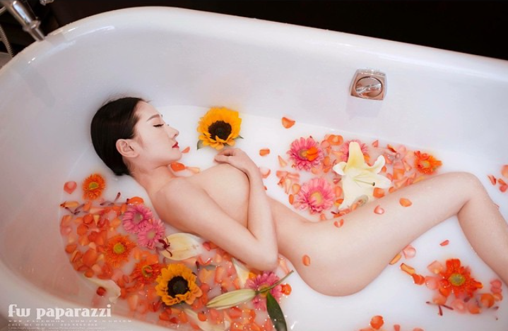 Bồn Tắm hoa hồng