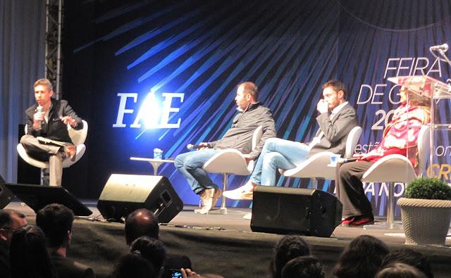 da esquerda para a direita: Pró-reitor Everton Drohomeretski com o microfone, André Pegorare (Nex Coworking), Tomás de Lara (Sistema B) e por último Lala Deheinzelin (Futurista)