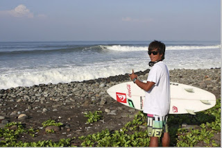 Peselancar surfing mendunia dari Indonesia Cimaja sukabumi