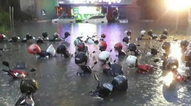 Surabaya Banjir, Warganet 'Salahkan' Anies