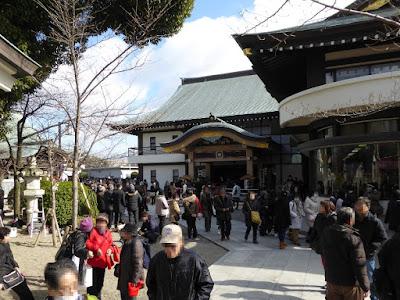大阪府・成田山不動尊 休憩所やすらぎ(右)と吉祥閣(左)