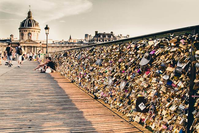 Love locks aka padlocks bridge paris france desert for Love lock bridge in paris
