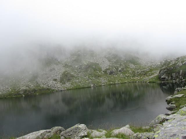 Nebbia sulLago Alpino