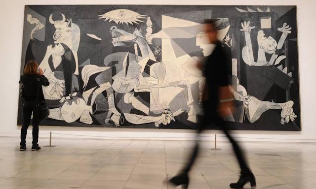 Guernica em exposição em um museu
