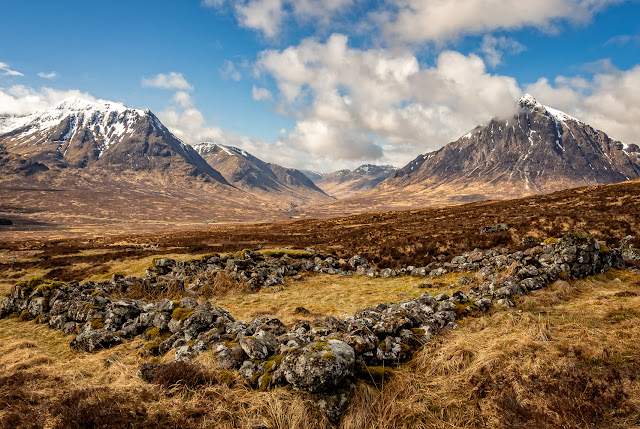 Photo of a ruined building with Buachaille Etive Mor and Stob a Ghlais Choire in the distance