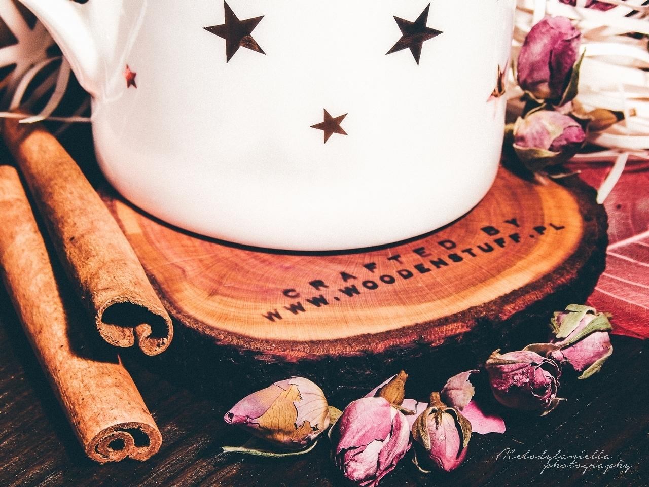 woodenstuff drewniane dodatki w stylu skandynawskim do domu i mieszkania super prezent drewniana podkladka pod kubek w gwiazdki zloto