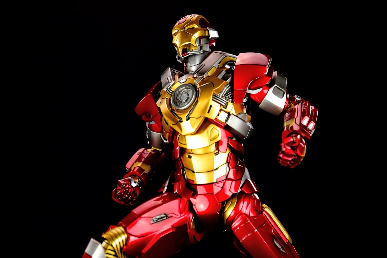 HOT TOYS MMS212 IRON MAN 3 MARK XVII HEARTBREAKER
