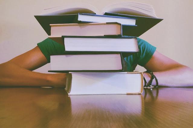 9 Ways to Save Money on College Textbooks