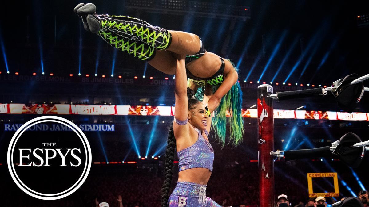 Bianca Belair e Sasha Banks vencem prêmio de melhor momento da WWE