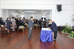 Lukas Enembe Serahkan Tugas Jabatan Sekretaris Daerah ke Ridwan Rumasukun
