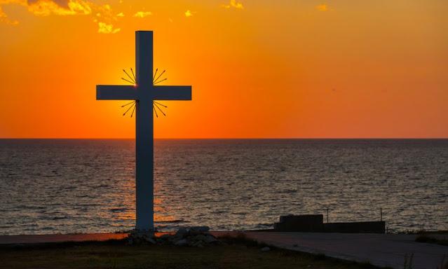 Η Ύψωση του Τιμίου Σταυρού. Τι γιορτάζουμε και γιατί στις Εκκλησίες  σήμερα  μοιράζεται βασιλικός;