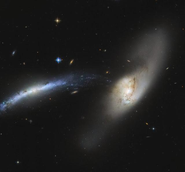 Galáxias NGC 2799 e NGC 2798