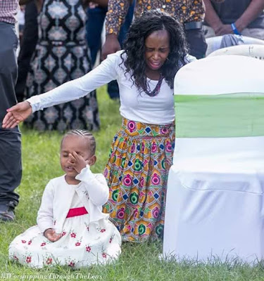 Trending photos of 3-year-old girl on her knees and in tears as she prays and worships God during a church service