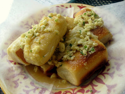 Garlic Rolls at Mama Nina's Foccacheria in Bethlehem, PA - Photo by Taste As You Go