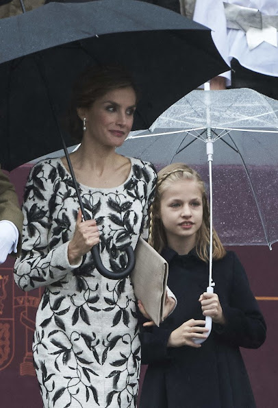 Queen Letizia wore dress,Leonor red coat earring style fashions