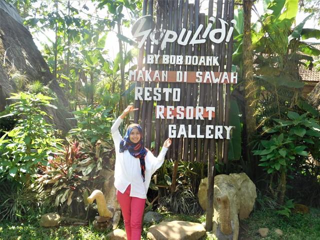 Makan siang di Sapu Lidi Sawah Lembang