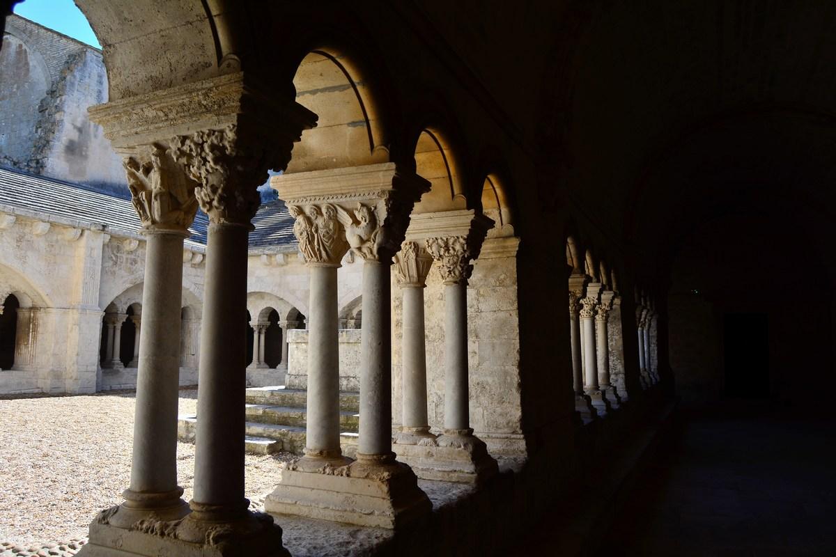 cloître abbaye de Montmajour