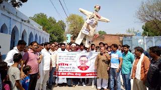 शिया मुसलमानों ने वसीम रिजवी के खिलाफ किया प्रदर्शन, फूंका पुतला   #NayaSaberaNetwork