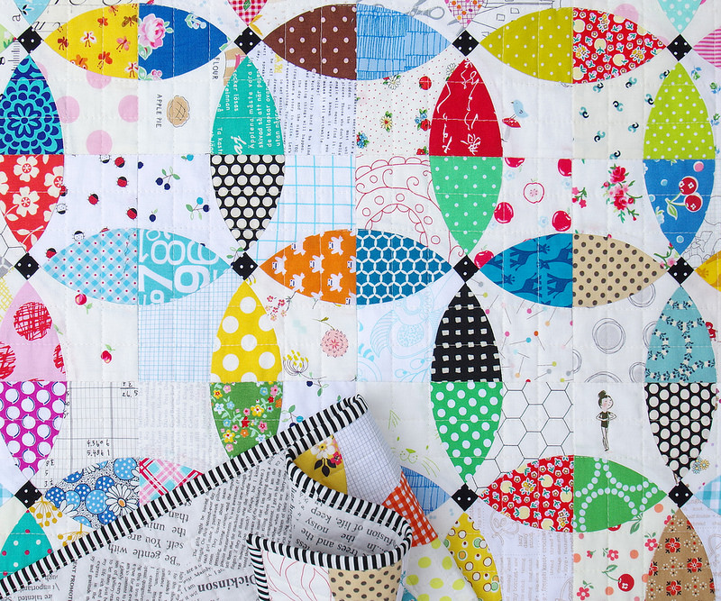 Flowering Snowball Quilt - A Finished Quilt | © Red Pepper Quilts 2016