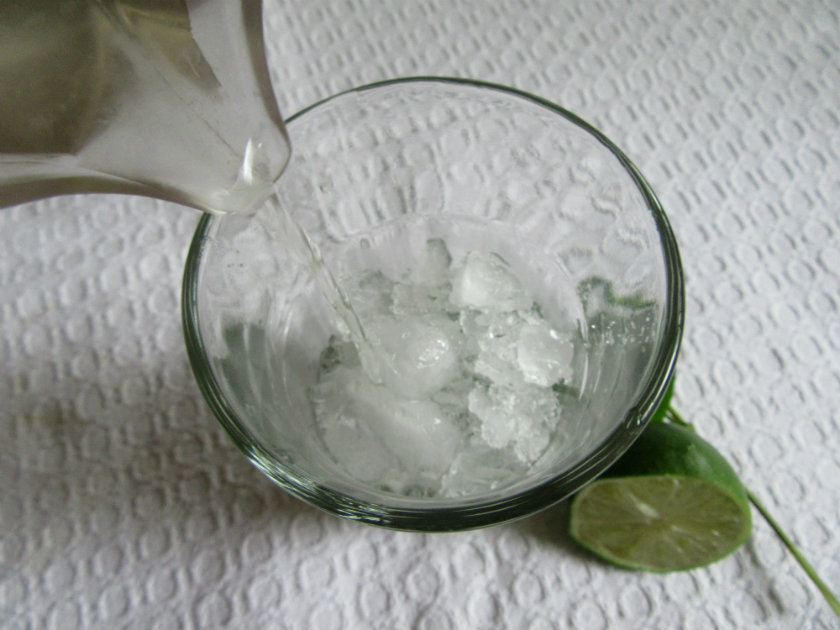 Cuban mojito by Laka kuharica: Half fill the glass with crushed ice