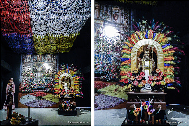 Exposição de trajes das irmandades religiosas da Guatemala, no Museu Ixchel do Traje Indígena