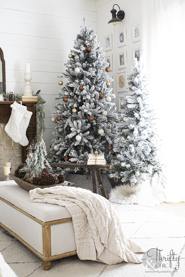 Vintage Christmas decor. Farmhouse neutral christmas decorating ideas. Living room christmas decor. Neutral Christmas mantel decor. Brown and white