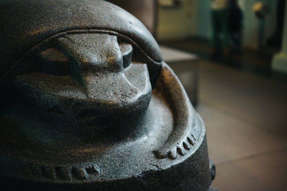 巨大スカラベ(Giant sculpture of a scarab beetle)