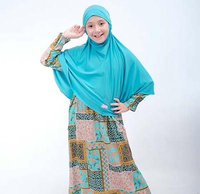 Jameelah Saleem Pakai Hijab Biru