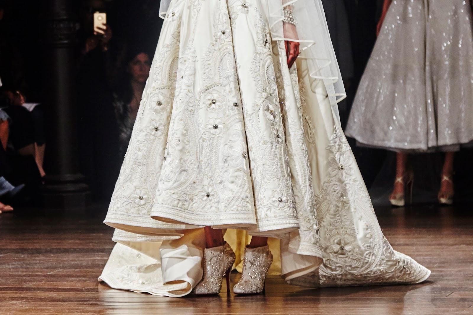 6284298c9 سوف تتالق العروس و هي ترتدي حذاء كريستيان لوبوتان من طراز البوت ، و المطرز  بالفصوص البراقة ، ليكمل روعة فساتين الزفاف الفخمة التي صممها المصمم الشهير