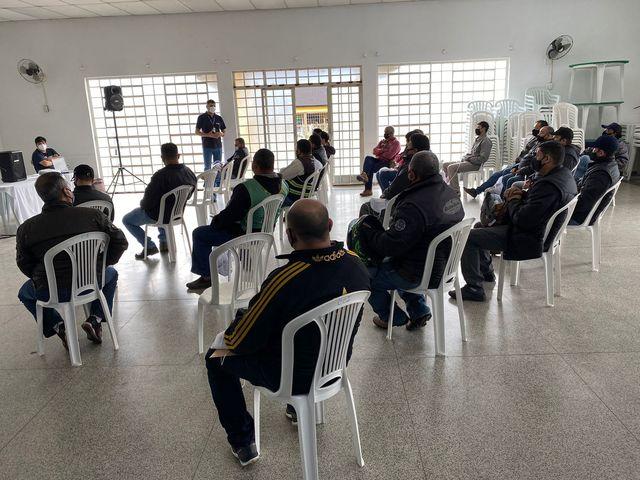 Prefeitura de Registro-SP e SEST SENAT realizam palestra destinada aos mototaxistas