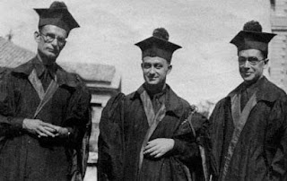 Fermi (centre), with his fellow scientists at the University of Pisa, Franco Rasetti and Emilio Segrè