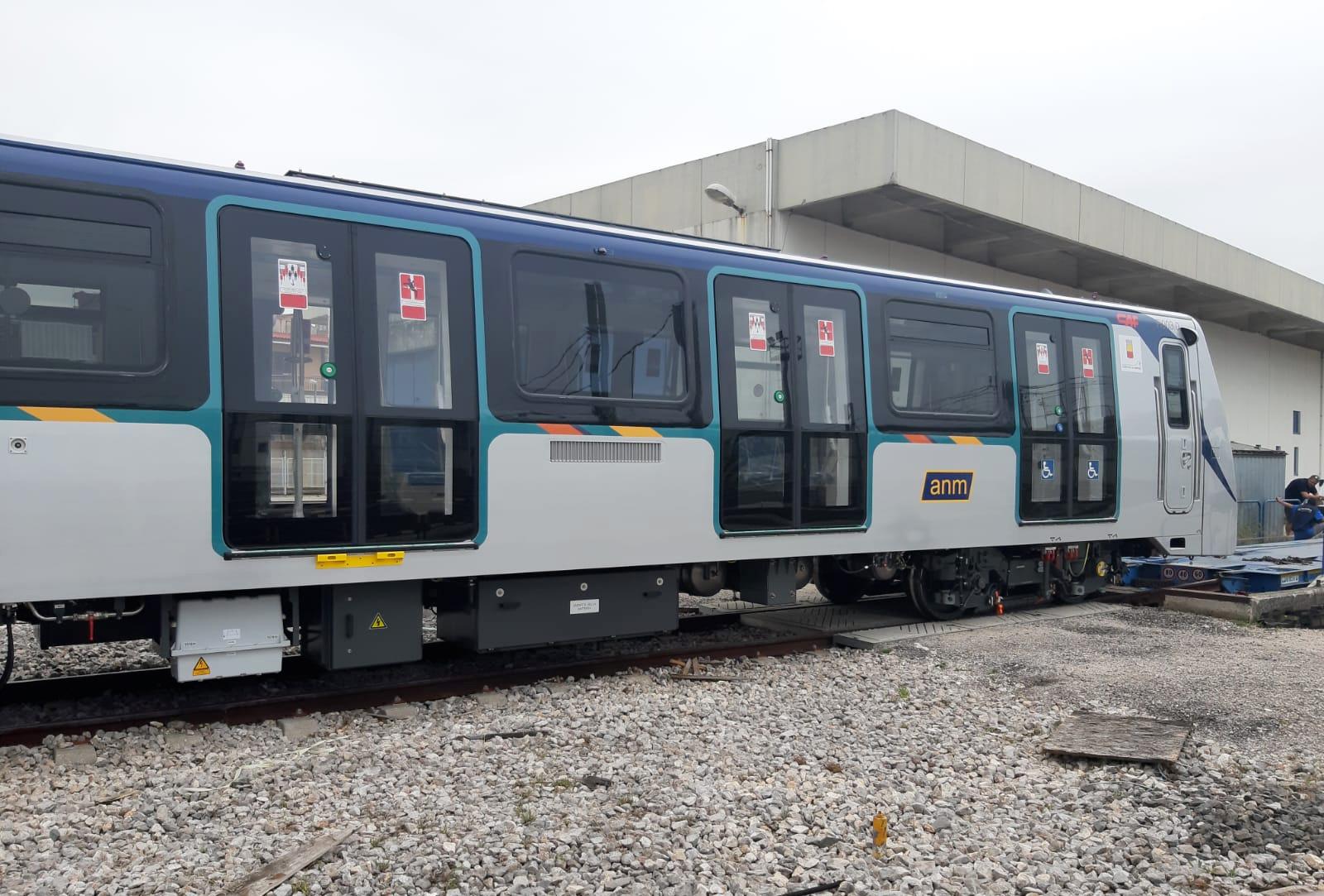 Treno nuovo della Linea 1 di Napoli